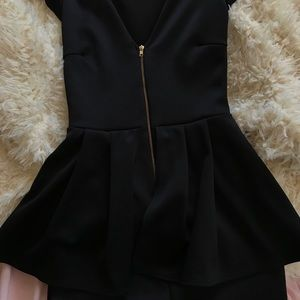 Black zip up peplum dress S